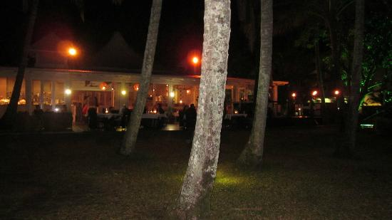 The Villas Palm Cove: Beachfront dining in Palm Cove