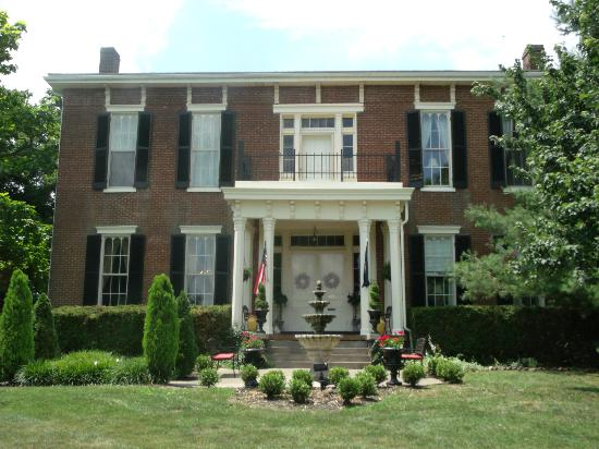 1851 Historic Maple Hill Manor Bed & Breakfast: Front of the manor. Private balcony outside the honeymoon suite.