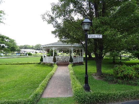 Mayberry Motor Inn: Awesome Gazebo