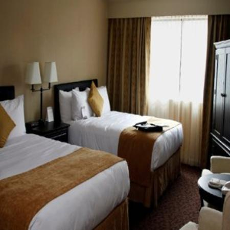 The Thompson Hotel and Conference Centre: Guestroom02