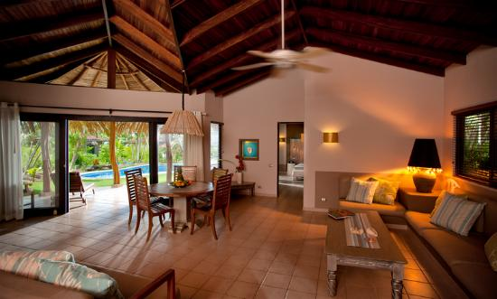 Cala Luna Boutique Hotel &amp; Villas: Living Area - Master Villa (3 BR w/ Pool)