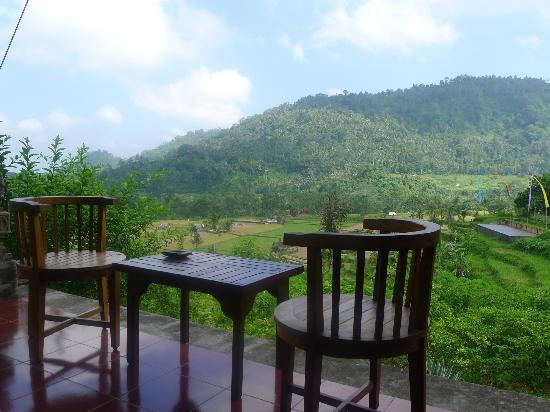 Subak Tabola Villa: chairs and table also outside main door to sit and relax