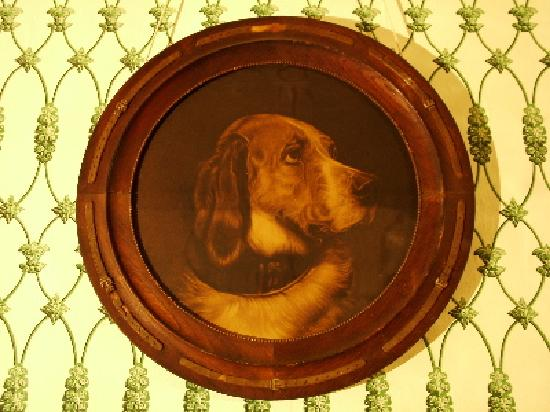 J.N. Stone House Musicale B&B: Heirloom dog portrait from Elgin Plantation.