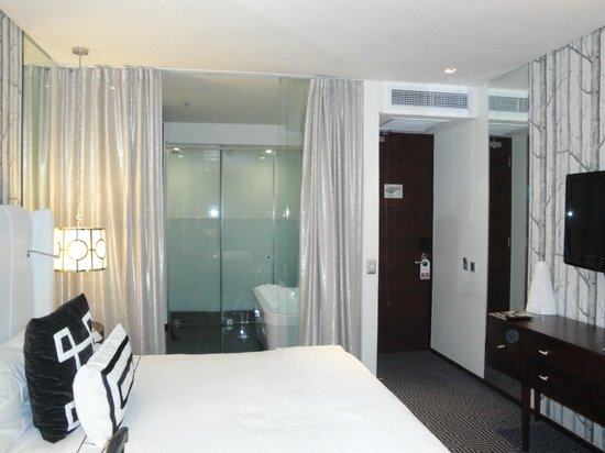 DaVinci Hotel and Suites: Deluxe room with balcony which is very small