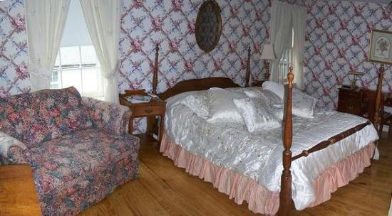 Blackberry River Inn: Guest Room