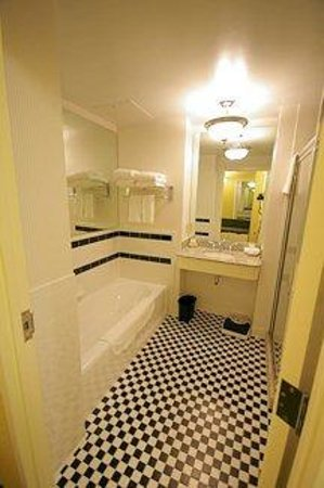 O. Henry Hotel: O.Henry Hotel | King Bathroom
