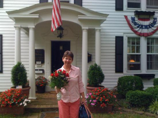A Williamsburg White House Bed and Breakfast: The Bride of 25 years at the B&B