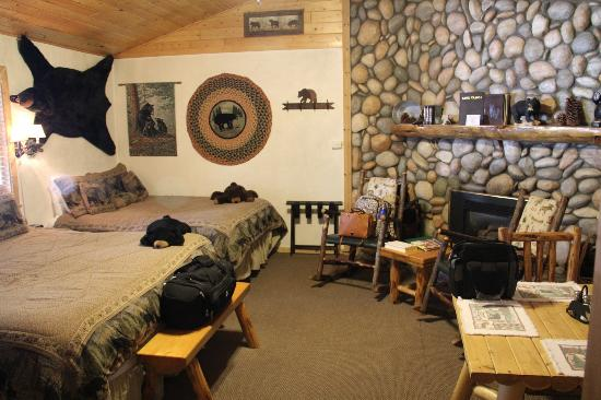 Fireside Lodge Bed and Breakfast: The Bears Den