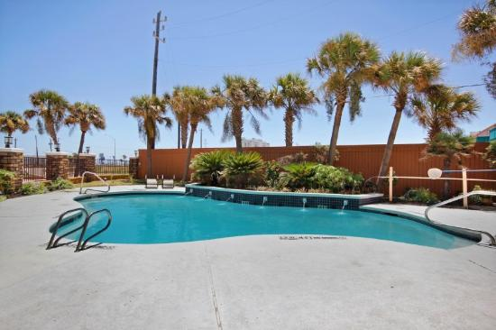 BEST WESTERN PLUS Seawall Inn &amp; Suites by the Beach: Swimming Pool