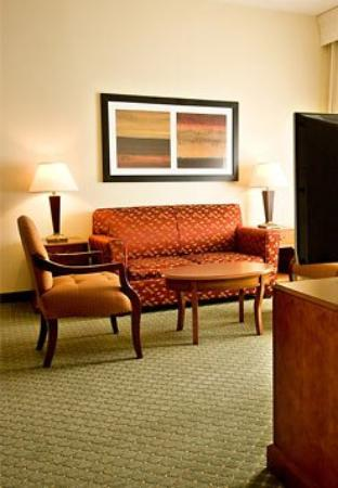 Courtyard by Marriott Salt Lake City Layton: Honeymoon Suite Living Room
