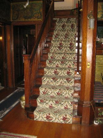 Saravilla Bed and Breakfast: Staircase