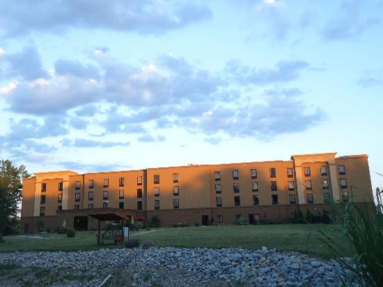 Hampton Inn & Suites Wilmington: Back of the Hotel