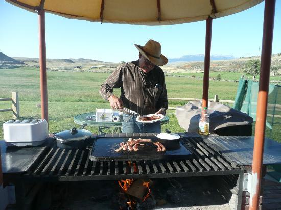 K3 Guest Ranch Bed & Breakfast: Head Wrangler Jerry Kinkade on the cook's day off