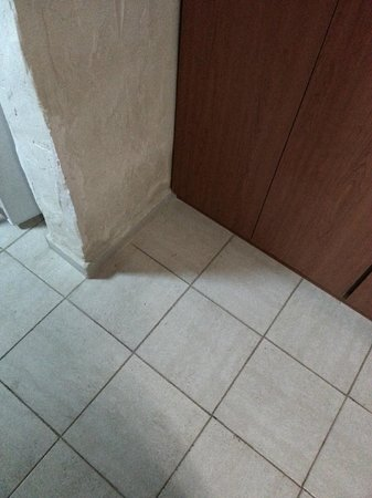 Simos Magic Hotel Apartments: dirty floors