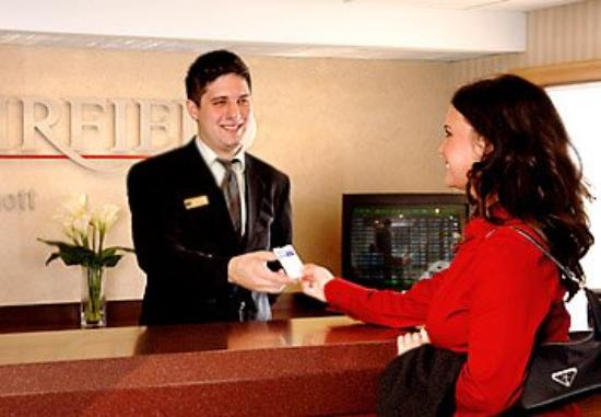 Fairfield Inn Binghamton: Front Desk
