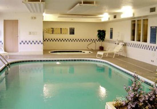 Fairfield Inn Danville: Indoor Pool &amp; Whirlpool