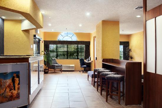 Microtel Inn & Suites by Wyndham New Braunfels: Lobby