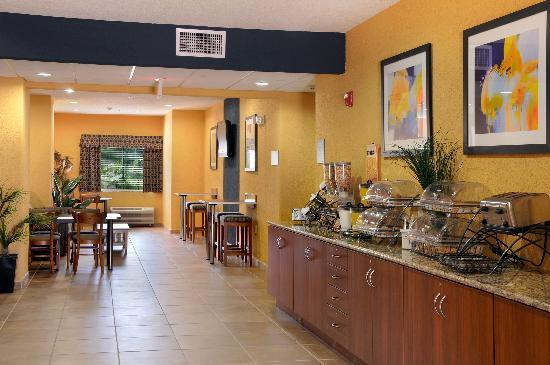 Microtel Inn & Suites by Wyndham New Braunfels: Breakfast