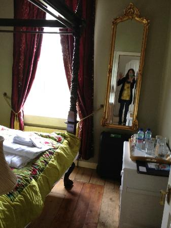 Bathwick Street B & B: quiet and relaxing room!