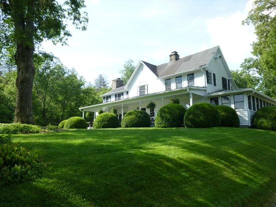 Half-Mile Farm by Old Edwards: Here's a view of the main house approaching the Inn at Half Mile Farm