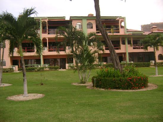 Flamingo Marina Resort: jardines