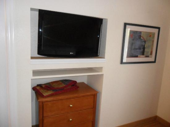 Residence Inn Binghamton: TV in upstairs room