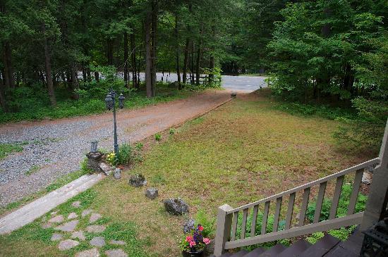 Snow Goose Bed and Breakfast: Looking down towards the street.