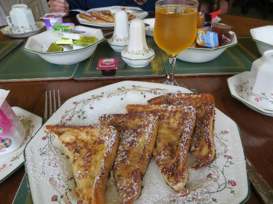 Marless House Bed &amp; Breakfast: My french toast breakfast