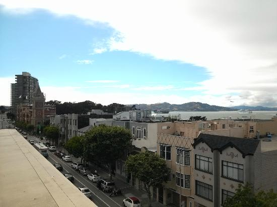 Suites at Fisherman's Wharf: View from the rooftop deck looking toward the Golden Gate Bridge