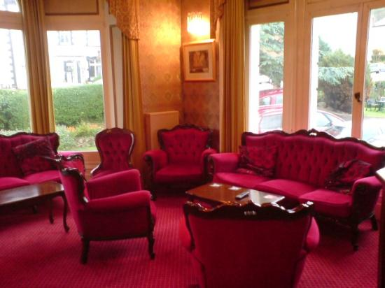 Annan Hotel: Residents Lounge with view through to Lawned Garden Area