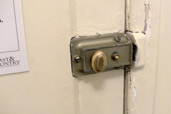 The Lansdown Grove Hotel: Chipped paint around our very basic door lock