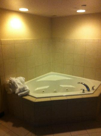 Doubletree Hotel Jefferson City: Jacuzzi Tub