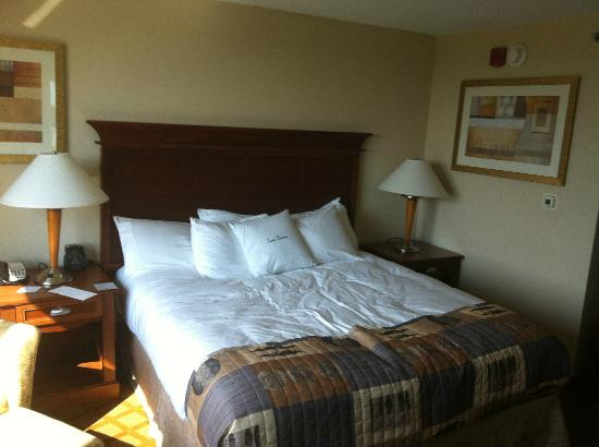 Doubletree Hotel Jefferson City: Bed