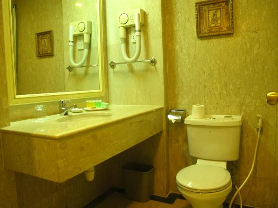 Quality Hotel Singapore: Bathroom