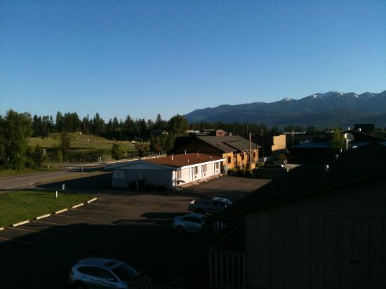 ‪‪BEST WESTERN Rocky Mountain Lodge‬: View from the window (back side)‬
