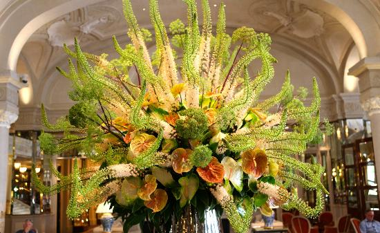Foyer picture of hotel de paris monte carlo tripadvisor for Foyer flower arrangement