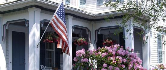 Isaiah Jones Homestead Bed & Breakfast : A welcoming front porch