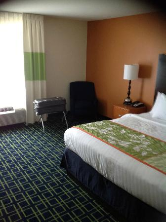 Fairfield Inn & Suites Charlotte Matthews: Room