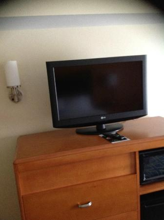 Fairfield Inn & Suites Charlotte Matthews: LCD TV