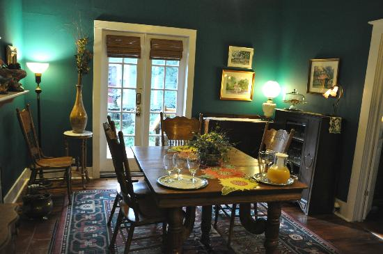 Grady House Bed and Breakfast: Second dining room.