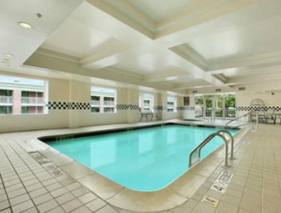 Days Inn and Suites Albany: pool area