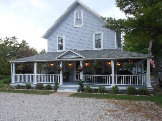 The Sylvan Inn Bed &amp; Breakfast: Check out the porch