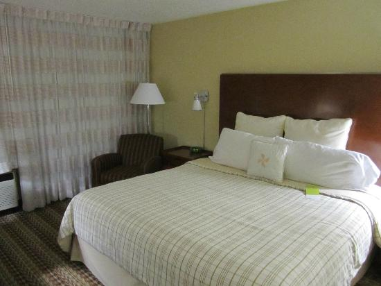 Four Points by Sheraton Oklahoma City Airport: bed
