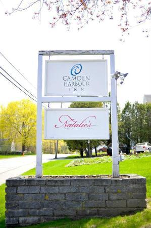 Camden Harbour Inn: Front Sign