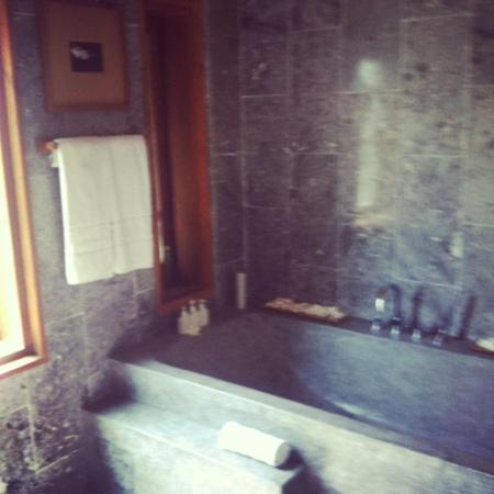 Ancient House River Resort & Spa: the bath