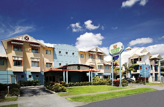 Cairns Queens Court Hotel