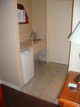 Executive Inn and Suites: Kitchenette & Walkway to Bedroom