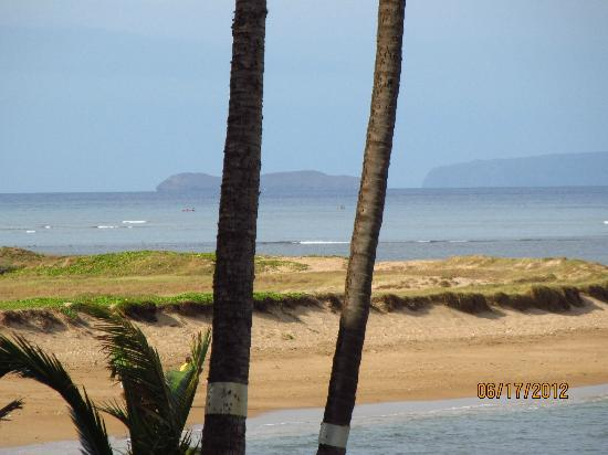Menehune Shores Oceanfront Maui Condos: Looking South at Molokini