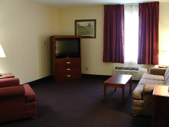 BEST WESTERN Parkside Inn: Spacious suites give your family the ultimate experience.