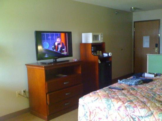 Days Inn & Suites Wichita: Room